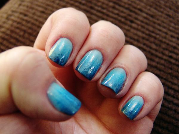 Unhas degradê azul